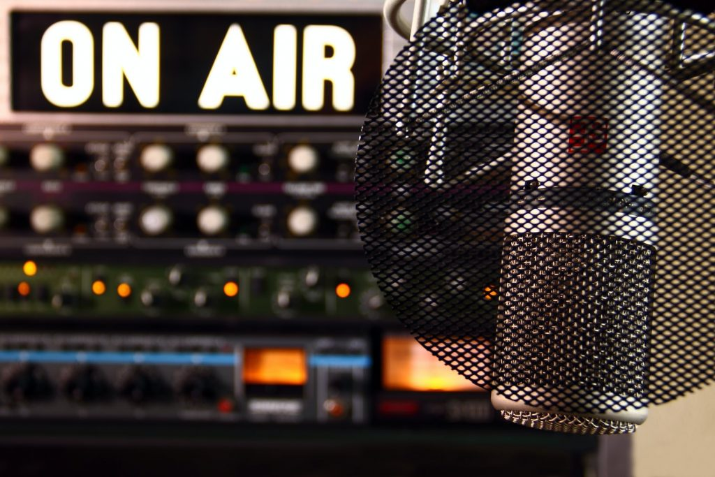 the best hand crank emergency radio features