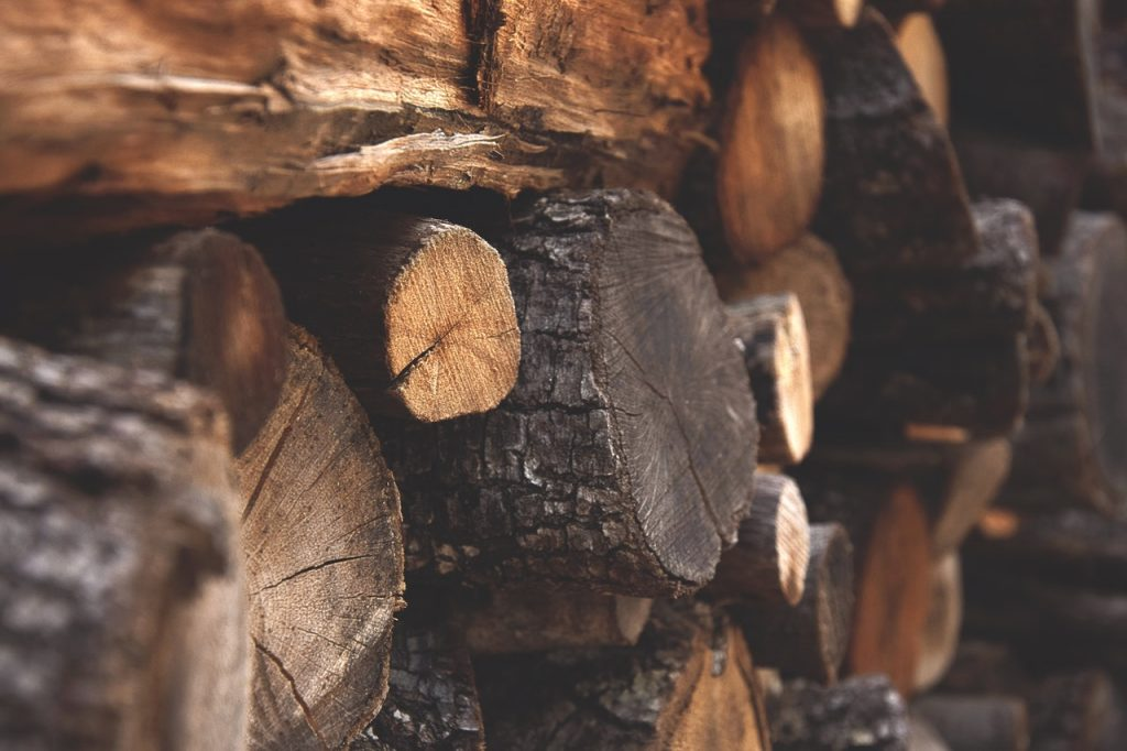 Hardwood and softwood as firewood